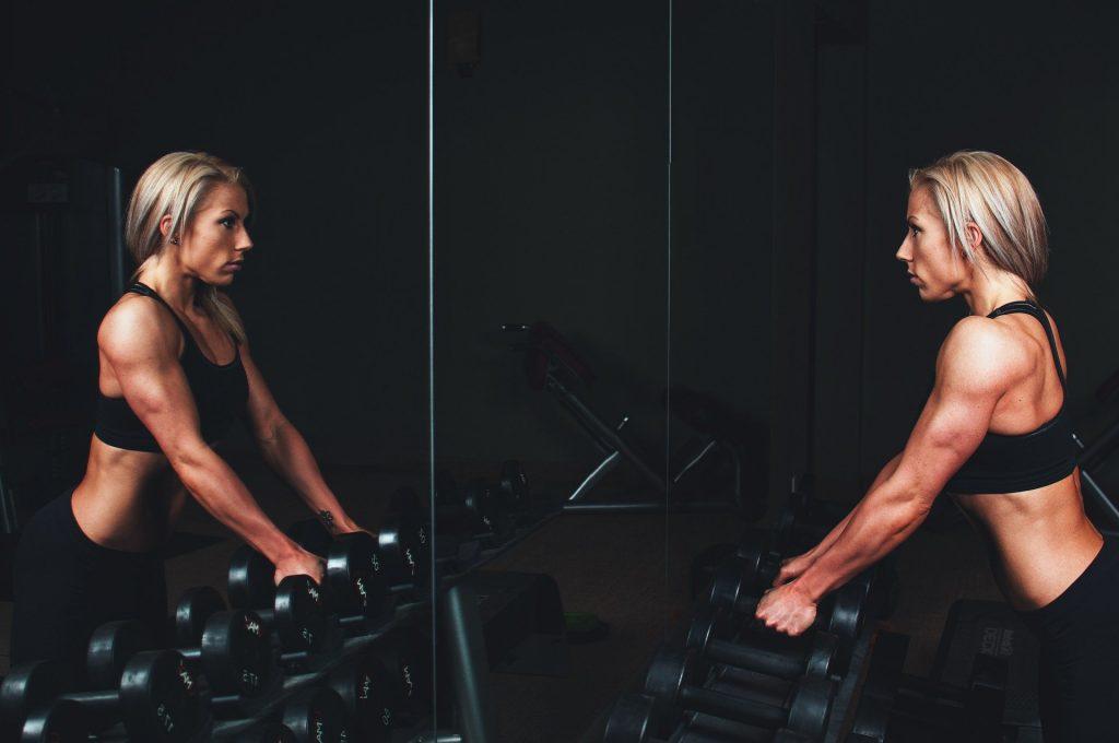Training und angepasste Ernährung sidn die Basis für Muskelaufbau